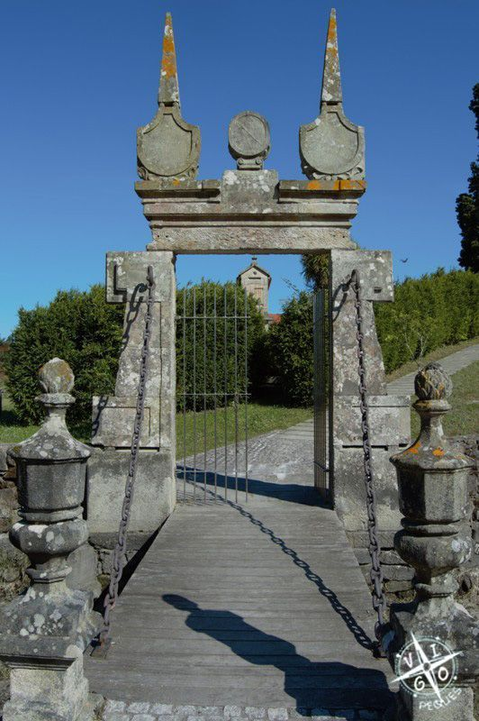 Entrada a la Isla de Medal con su puente levadizo