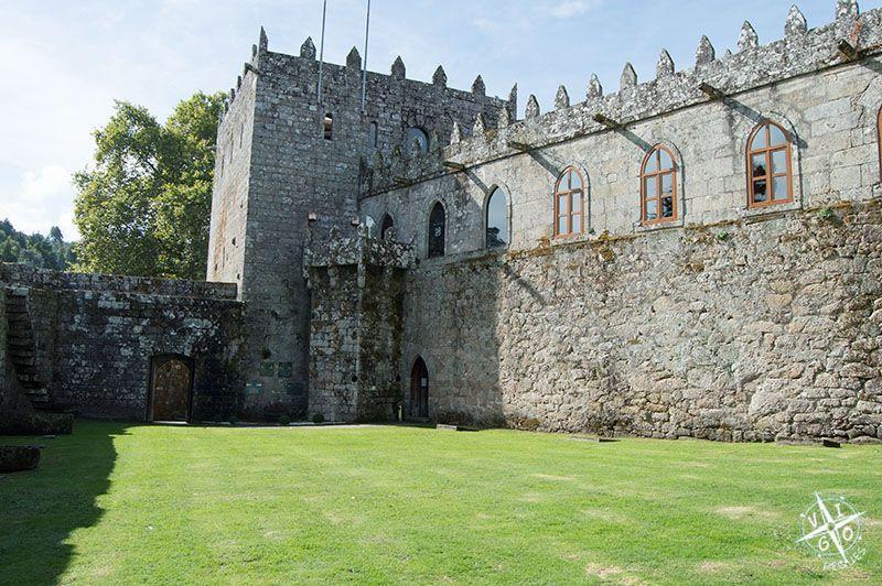 Torre y galeria del Castillo de Soutomaior
