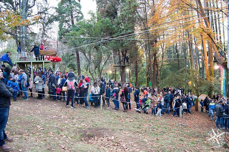 Tirolinas para todas las edades en el parque temático de Perlim