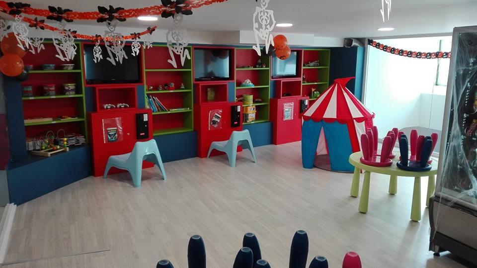 Vista general de la zona infantil de la Cafetería Central Park Baiona