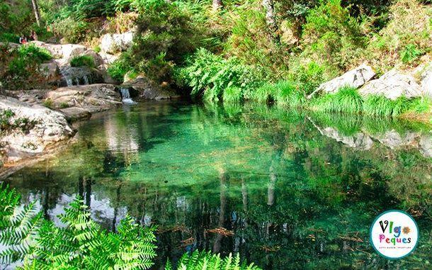 Las 5 piscinas naturales para perderse en galicia vigopeques for Piscinas naturales leon