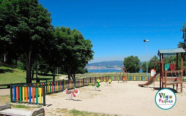 Columpios en el Parque A Riouxa de Vigo
