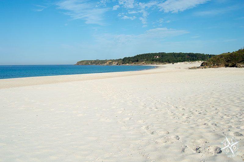 Arena blanca en la playa de Pragueira