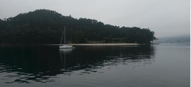 En la Isla de Tambo se encuentra la Playa Area da Illa