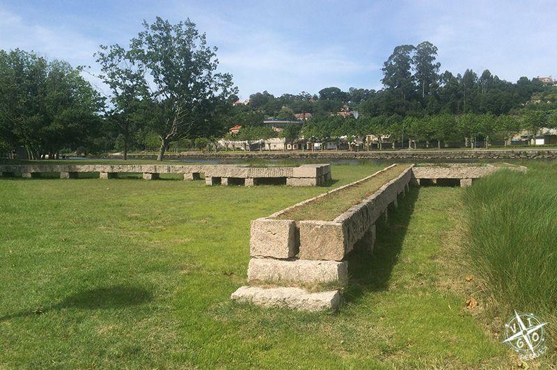 XAMINORIO XUNQUEMENES ABAY obra del autor pontevedrés Enrique Velasco en a illa das esculturas en Pontevedra