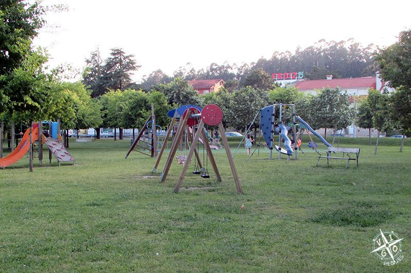 Columpios del parque infantil de Lourido