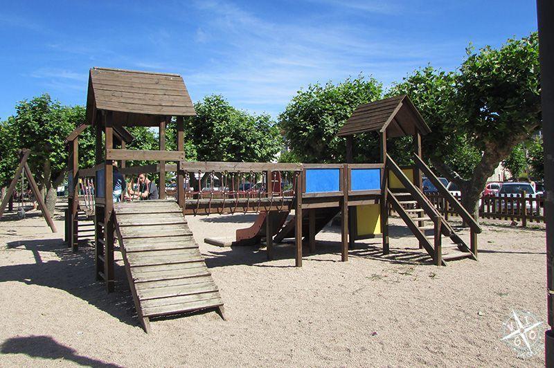 Columpios del parque infantil de A Ramallosa en Nigrán