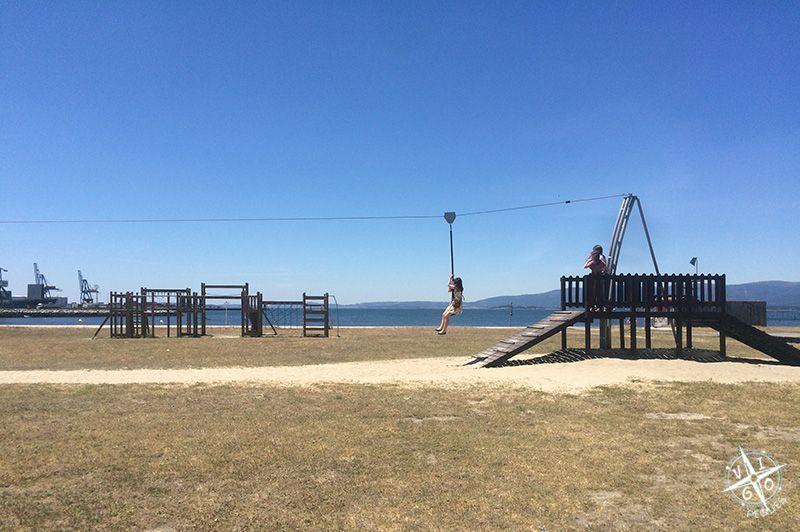 Tirolina del parque de la playa A Concha en Vilagarcía