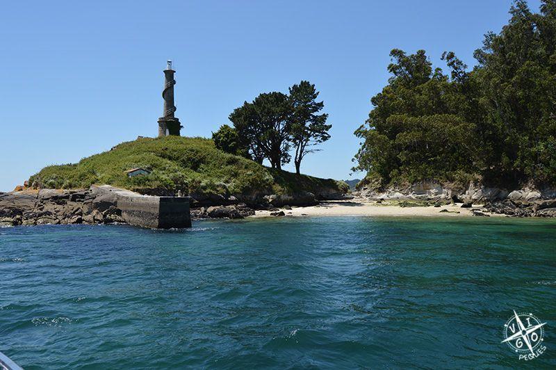 Faro de la Isla de Tambo vista desde Catamaranes Combarro