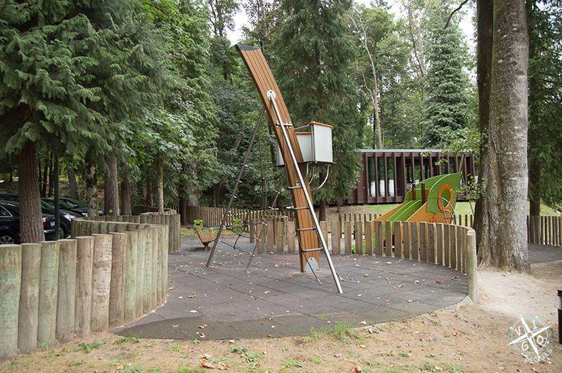 Parque infantil en el entorno del Balneario