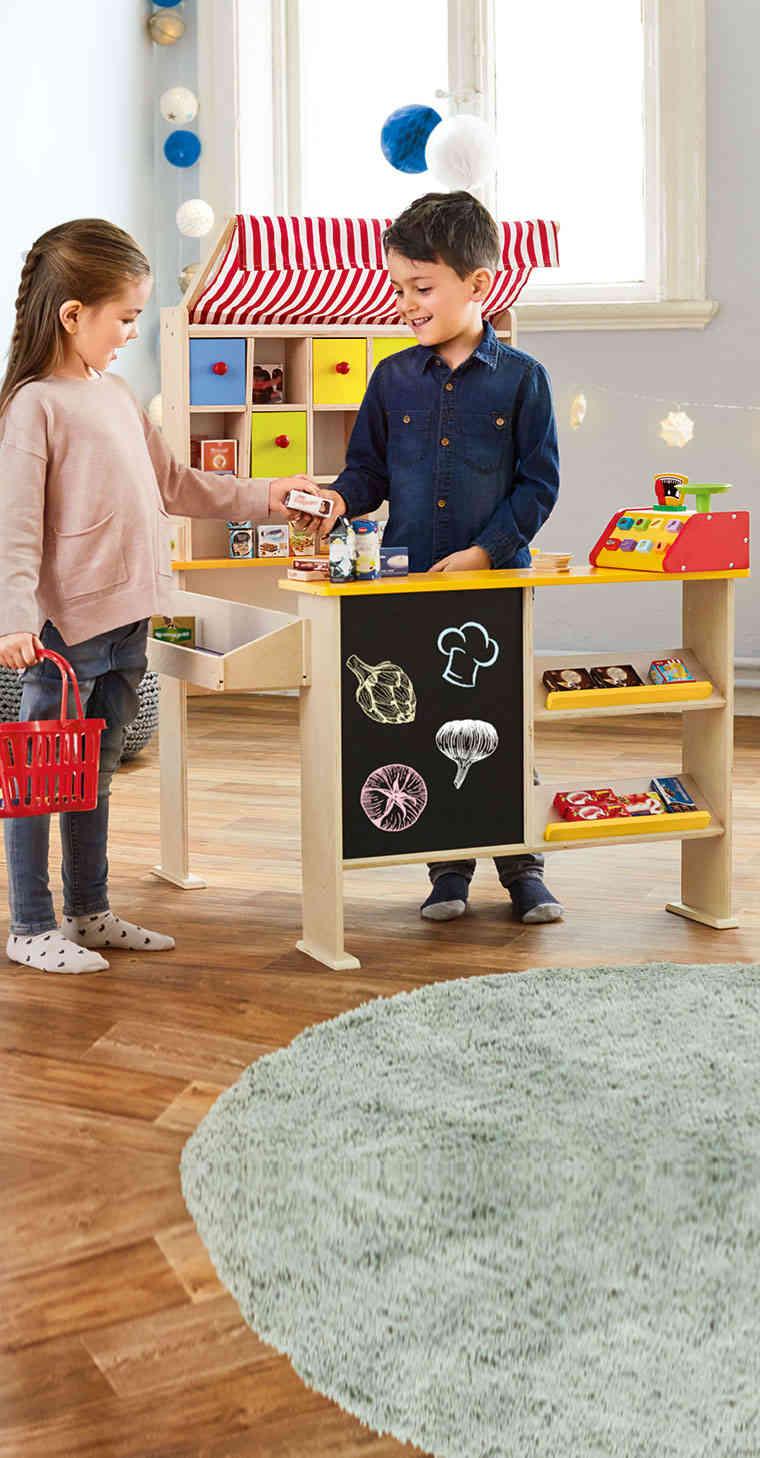 Juguete puestos de compra y la cesta del Lidl