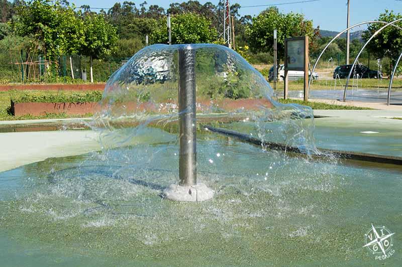Paraguas del parque del agua Mos