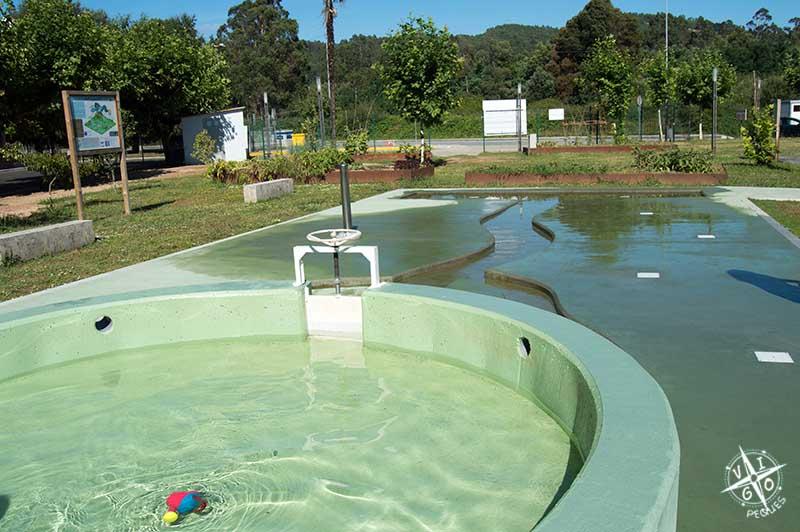 Peque piscina en el Parque del agua Mos