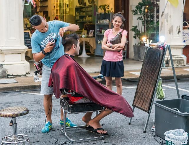 Cortes de pelo y peinados solidarios en Mos