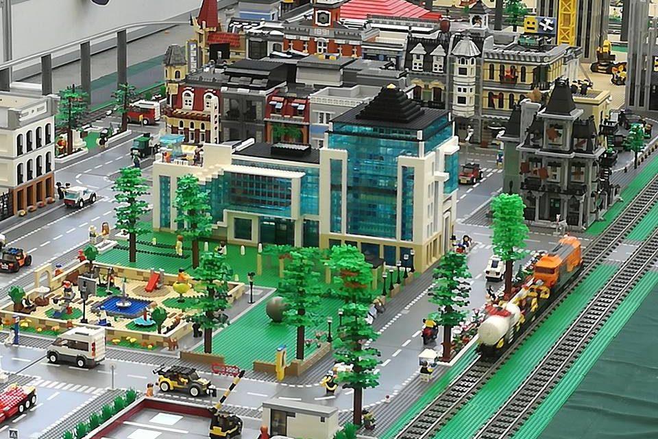 BRInCKa: La mayor exposición del año de Lego
