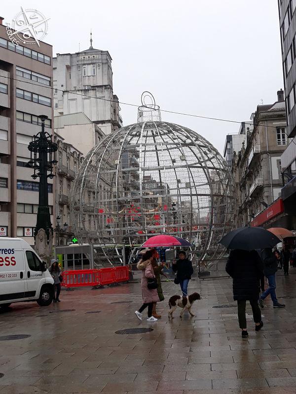 Navidad en Vigo 2019 - Bola en la Farola de Urzaiz
