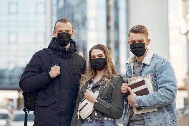 Galicia exige el uso de mascarilla y prohíbe las de válvula