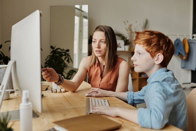 Guía Fácil para entender el Homeschooling y educación online en España