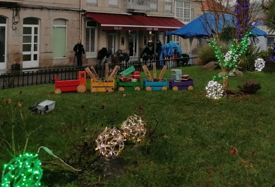 Los vecinos de Mondariz rescatan una antigua tradición y decoran la villa