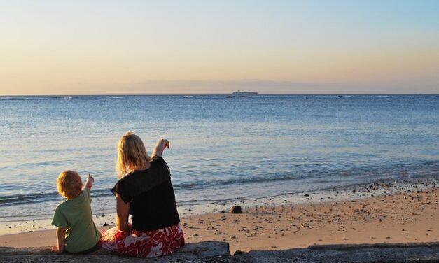Vacaciones gratuitas para madres que cuidan solas a sus hijos